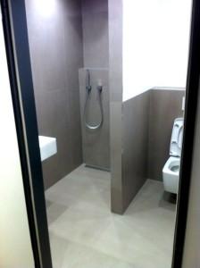 Dusche neber WC